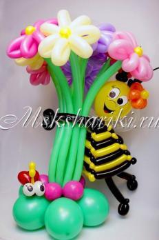 """Фигуры из шаров """"Пчелка с букетом"""""""
