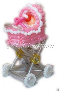 """Фигура из шаров """"Девочка в коляской"""""""