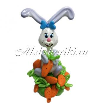 """Фигура из шаров """"Кролик с морковками"""""""